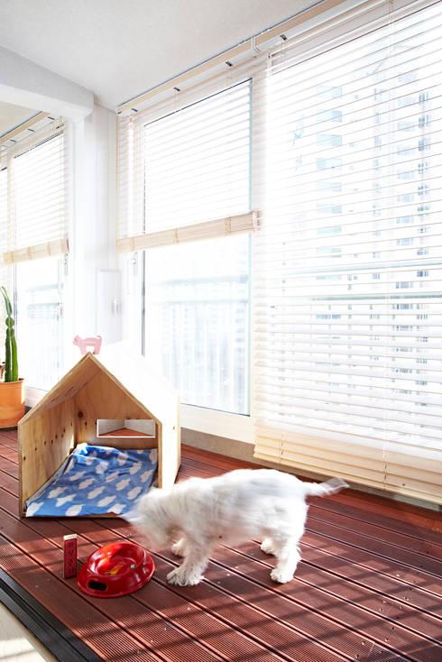 Terrazza in stile  di housetherapy