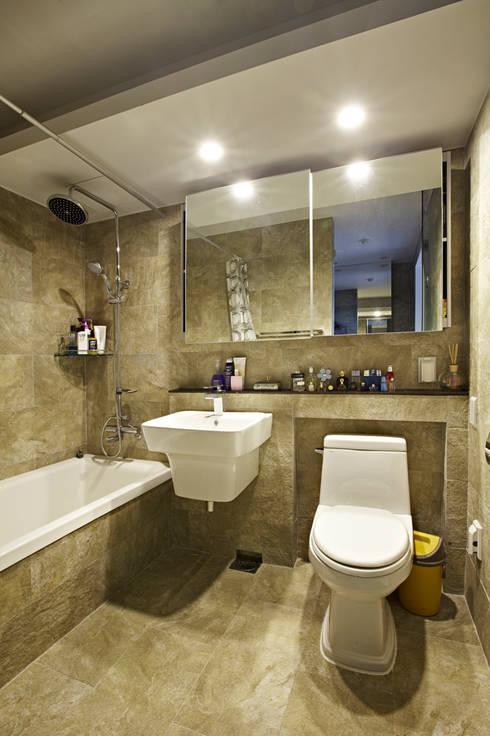 Urban Morden House: housetherapy의  욕실