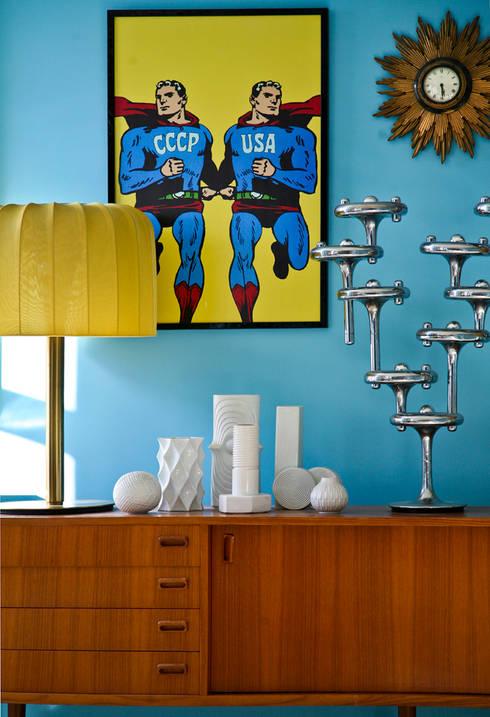 Üppige Wohnzimmerdeko im Retro-Stil:  Wohnzimmer von Baltic Design Shop