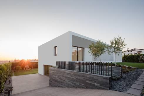 Casa Touguinhó II: Casas minimalistas por Raulino Silva Arquitecto Unip. Lda