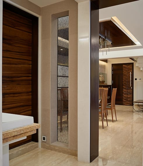 Apartment at Tirupur:  Corridor & hallway by Cubism