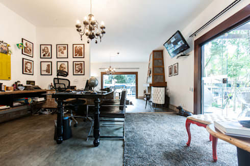Chácara Riacho: Escritórios  por AK Arquitetura Interiores