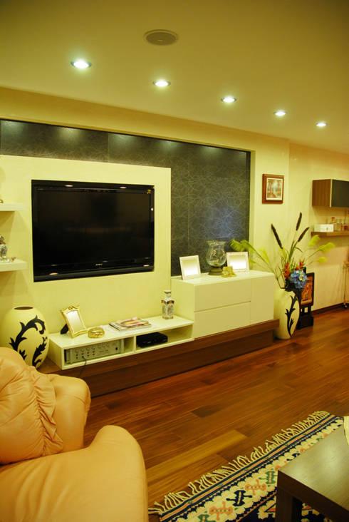 VRLWORKS – Leyla Alieva Evi Antalya: modern tarz Oturma Odası