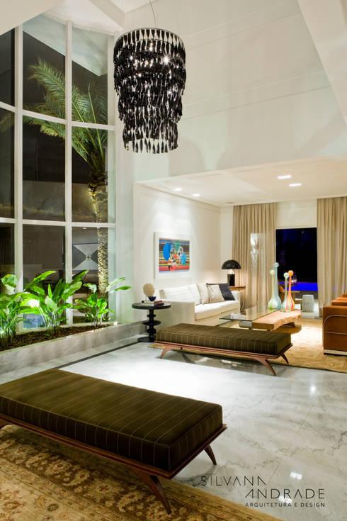 CASA DAS ARTES: Salas de estar modernas por silvana albuquerque arquitetura e design