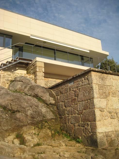 Terrazas de estilo  por MIGUEL VARELA DE UGARTE, ARQUITECTO