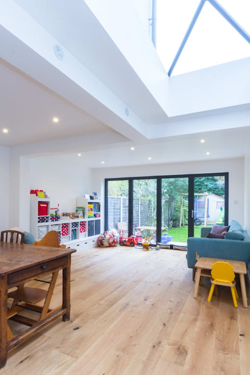 Extension in Weybridge, KT13: modern Living room by TOTUS