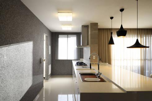 AP WG: Cozinhas modernas por BORA Arquitetos Associados
