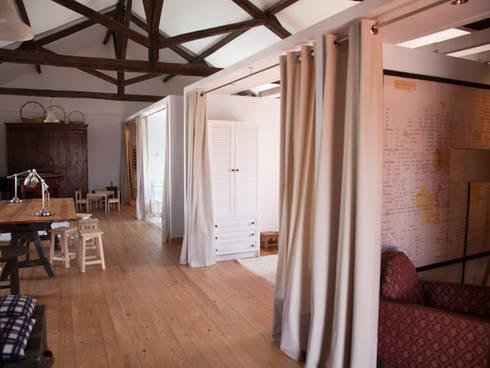 Celeiro: Salas de estar rústicas por POLIGONO