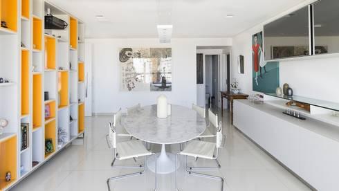 Residência T R: Salas de jantar modernas por VZ Arquitetas