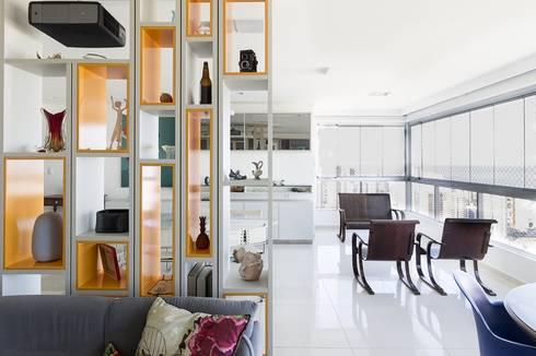Residência T R: Salas multimídia modernas por VZ Arquitetas