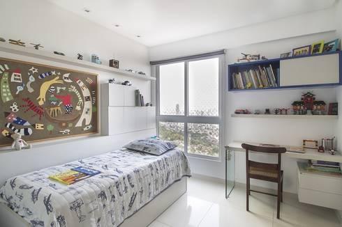 Residência T R: Quarto infantil  por VZ Arquitetas