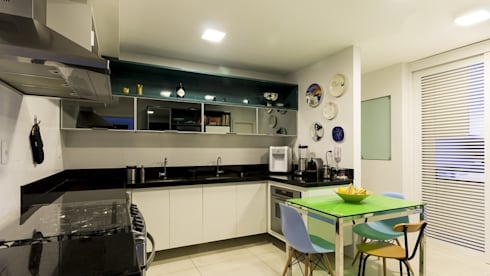 Residência T R: Cozinhas modernas por VZ Arquitetas