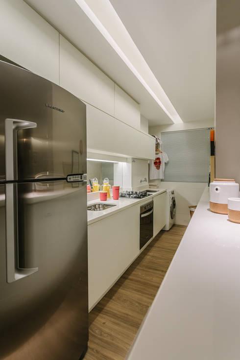 P. HOUSE: Cozinhas modernas por STUDIO LN