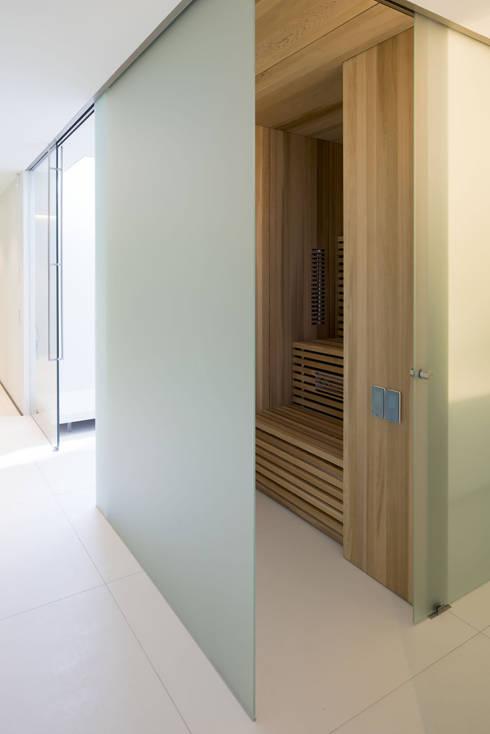 modern Spa by Lab32 architecten