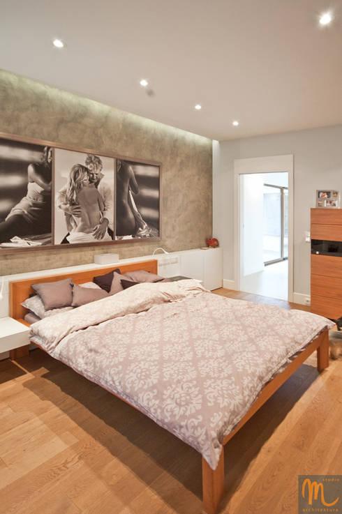 TAM GDZIE ŻYJE ŁOŚ: styl , w kategorii Sypialnia zaprojektowany przez studio m Katarzyna Kosieradzka