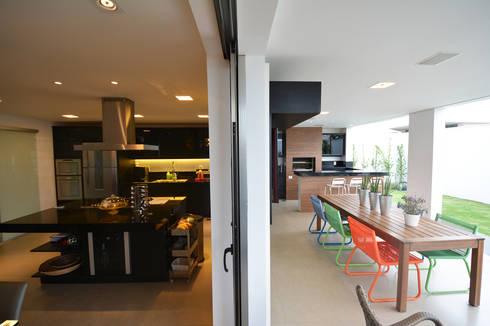 Casa AE: Cozinhas modernas por Arquitetura 1