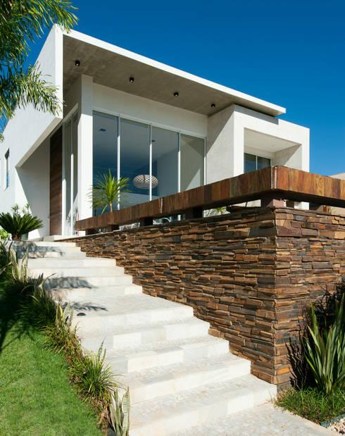Casa Aldeia 082: Casas modernas por dayala+rafael arquitetura