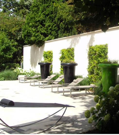 Die Schaffung eines klaren und funktionellen Wohnbereichs:  Terrasse von Paul Marie Creation