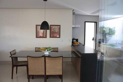 Sala de Jantar da Casa L: Salas de jantar modernas por FAGM Arquitetos