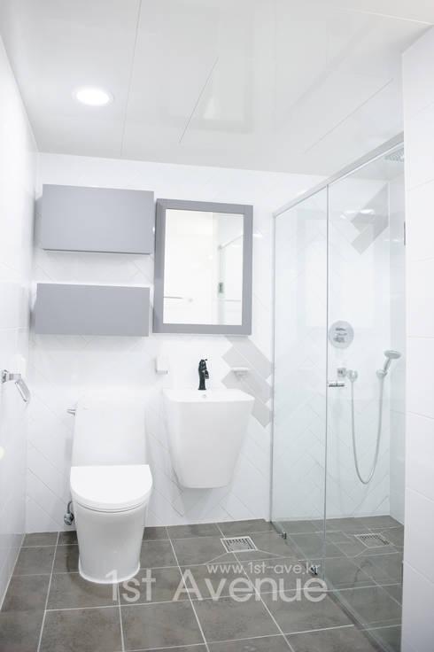 따뜻함이 가득한 홈카페 인테리어 : 퍼스트애비뉴의  욕실