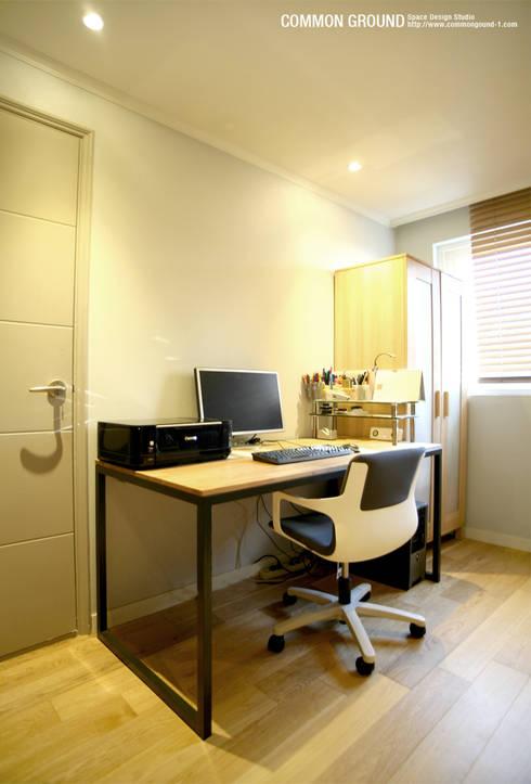 방배동 빌라 리모델링 15PY (신혼집 인테리어): 커먼그라운드의  서재 & 사무실