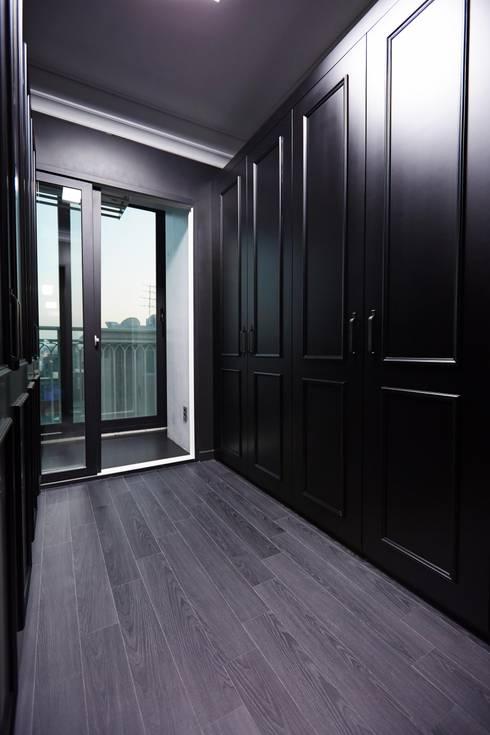 DESIGNSTUDIO LIM_디자인스튜디오 림: modern tarz Giyinme Odası