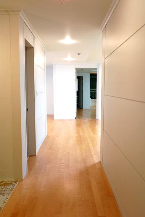판교 신운마을 필하우스 아파트 리모델링 (Before & After) : DESIGNSTUDIO LIM_디자인스튜디오 림의  복도 & 현관