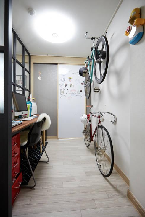 Corridor, hallway by DESIGNSTUDIO LIM_디자인스튜디오 림