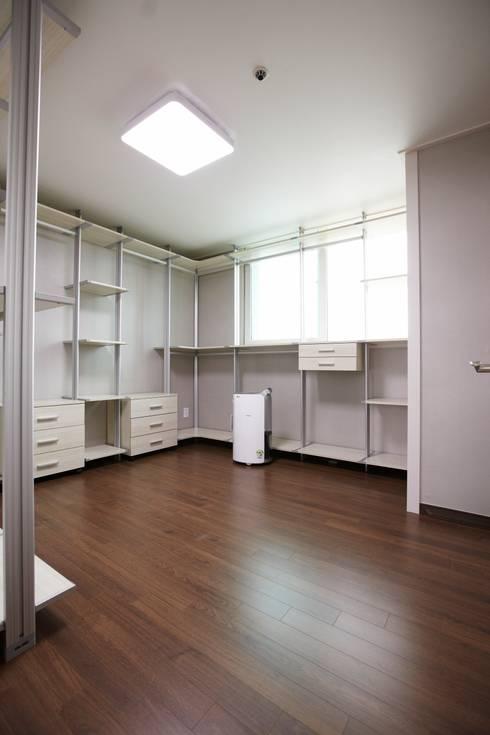 죽전 한양수자인아파트 리모델링 : DESIGNSTUDIO LIM_디자인스튜디오 림의  드레스 룸