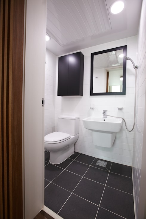 Ванные комнаты в . Автор – DESIGNSTUDIO LIM_디자인스튜디오 림