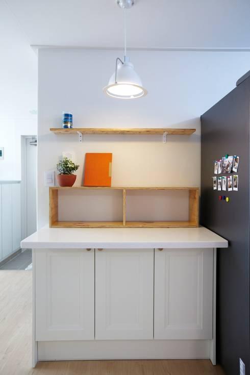 천호동 우정 아파트 리모델링 : DESIGNSTUDIO LIM_디자인스튜디오 림의  다이닝 룸