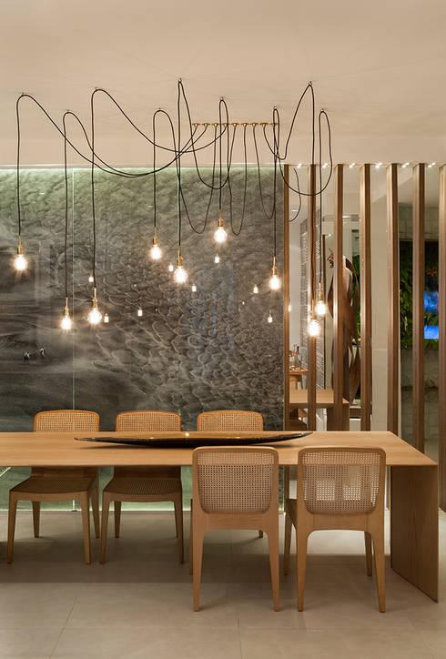 Cozinha Gourmet Casa Cor ES: Salas de jantar modernas por daniela andrade arquitetura