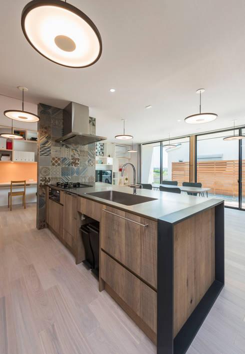東員の家: ダトリエ一級建築士事務所 LLCが手掛けたキッチンです。