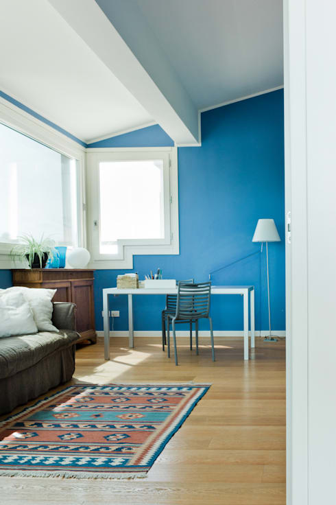 ATTICO #2: Studio in stile in stile Moderno di cristina mecatti interior design