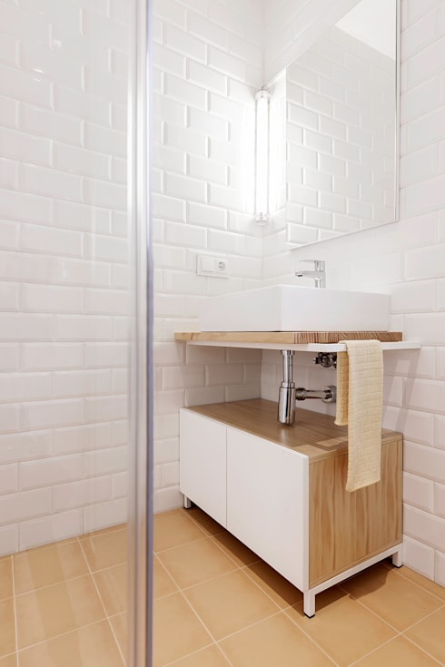 modern Bathroom by Nan Arquitectos