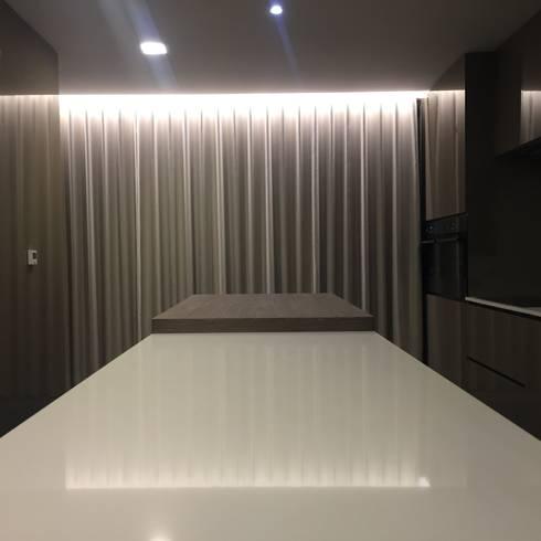 INTERIOR DESIGN: Cozinhas modernas por PAULA NOVAIS ARQUITECTOS E DESIGN