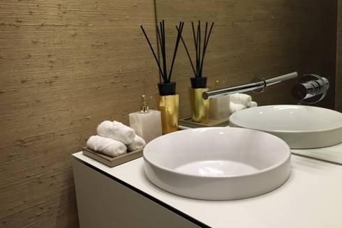 INTERIOR DESIGN: Casas de banho modernas por PAULA NOVAIS ARQUITECTOS E DESIGN