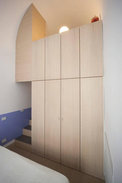 Realizzazioni: Ingresso & Corridoio in stile  di antonio pelella + fabrizia costa cimino