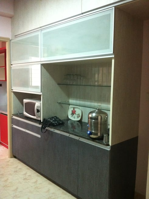 Bar / Crockery Unit: minimalistic Kitchen by 3A Architects Inc