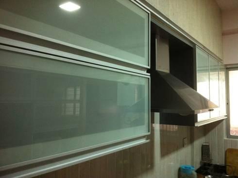 Sriram Spurthi, Kundanhalli, Bangalore: minimalistic Kitchen by 3A Architects Inc