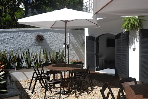 HOSTEL VILA MADALENA: Jardins modernos por Tria Arquitetura
