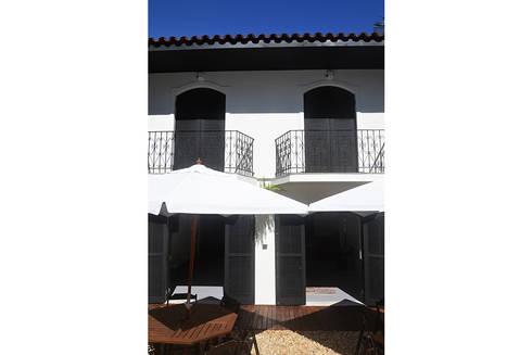 HOSTEL VILA MADALENA: Casas modernas por Tria Arquitetura