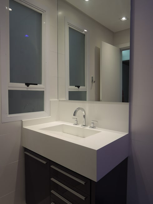 Banheiro social: Banheiros modernos por Tatiana Junkes Arquitetura e Luminotécnica