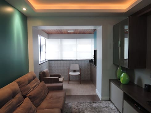 Home-theater com sacada incorporada: Salas de estar modernas por Tatiana Junkes Arquitetura e Luminotécnica