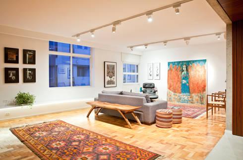 APARTAMENTO JARDINS: Salas de estar modernas por Tria Arquitetura