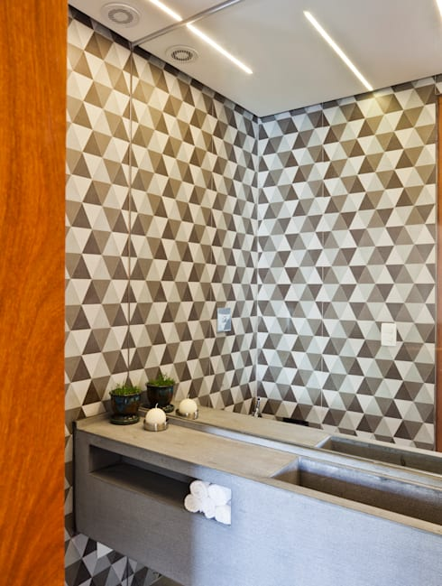 APARTAMENTO JARDINS: Banheiros modernos por Tria Arquitetura