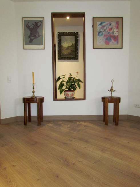 Apartamento 77: Paredes y suelos de estilo  por Norca