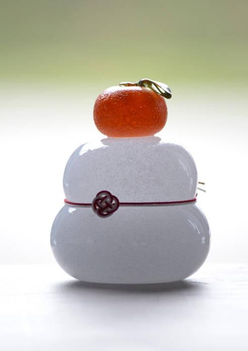 つぶつぶみかんのモチモチ鏡餅: 田井将博 グラスタイムが手掛けたアートです。