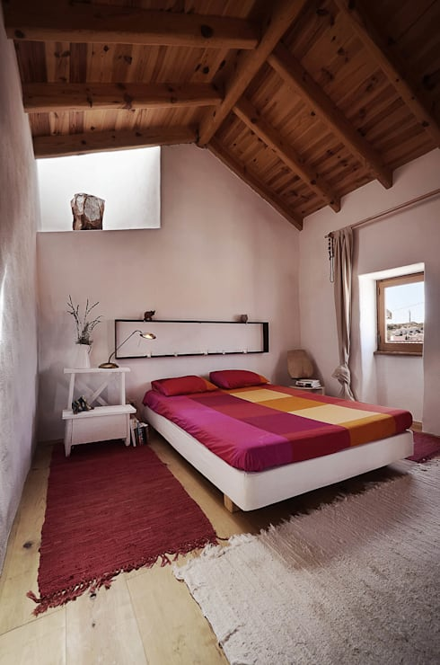 rustic Bedroom by pedro quintela studio