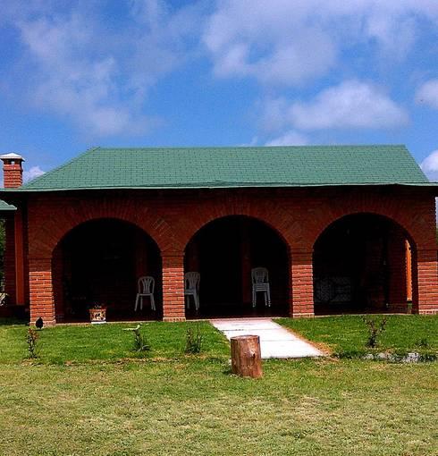 CABAÑA EN ATOTONILCO EL GRANDE HGO : Casas de estilo rústico por OMR ARQUITECTURA & DISEÑO DE INTERIORES